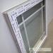 Dekoratyvinių padalinimų išdėstymas prie plastikinio lango krašto