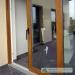 Stumdomos plastikinės durys su aliuminiu slenksčiu